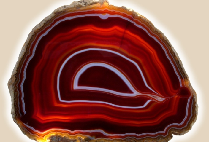 Бордовый агат