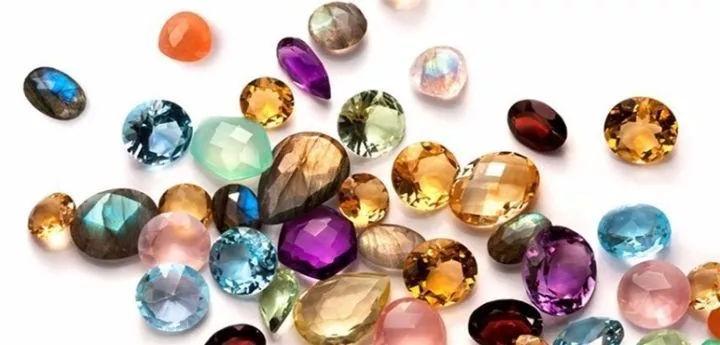 Камни для женщин в возрасте